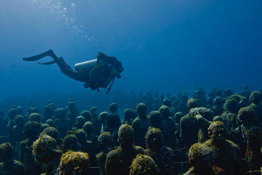 Silent-Evolution-Jason-DeCaires-Taylor-underwater-sculpture